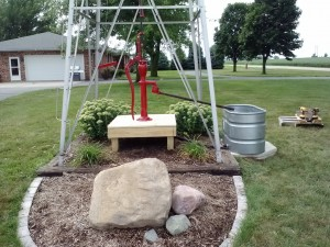 Handpump with decorative deck